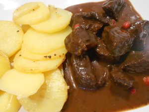 Köttgryta med bärsmak