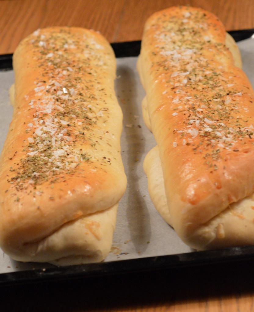Salami- & västerbottenostfyllt bröd