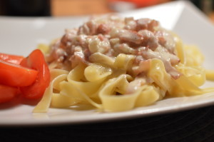 Baconsås och pasta