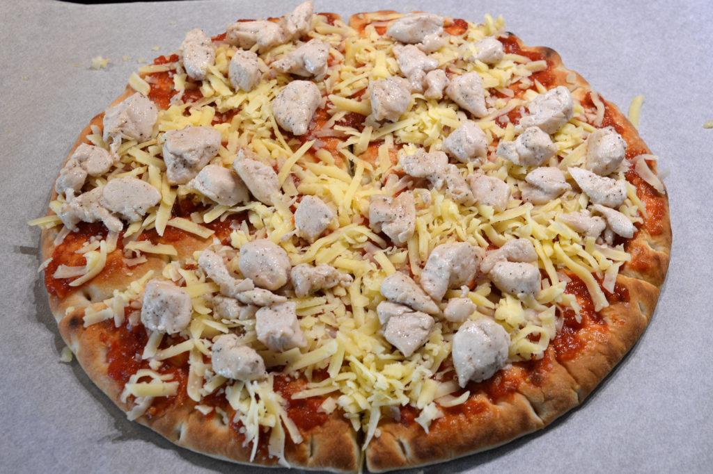 Snabbpizza med kyckling, banan & curry 2