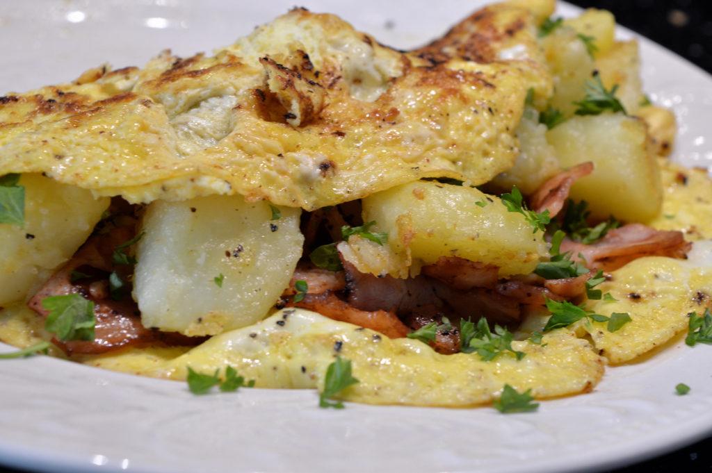 omelett-med-potatis-kalkonbacon