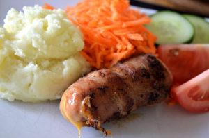 ostfylld-och-baconlindad-grillkorv-2